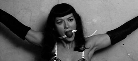 bettie-page-em-pose-masoquista